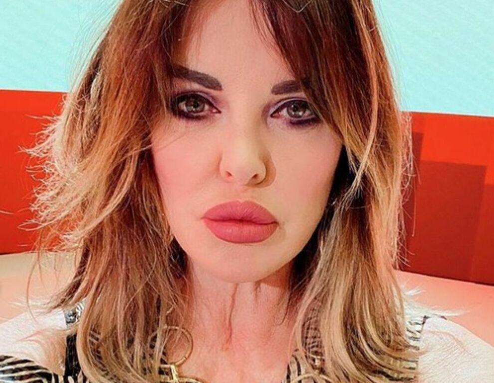 Alba Parietti, la confessione hot a Tv8: «Ero dipendente dal sesso. Padre Georg il mio sogno erotico»