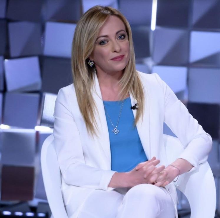 Giorgia Meloni in lacrime a Verissimo: «Mi hanno augurato di abortire». Silvia Toffanin basita