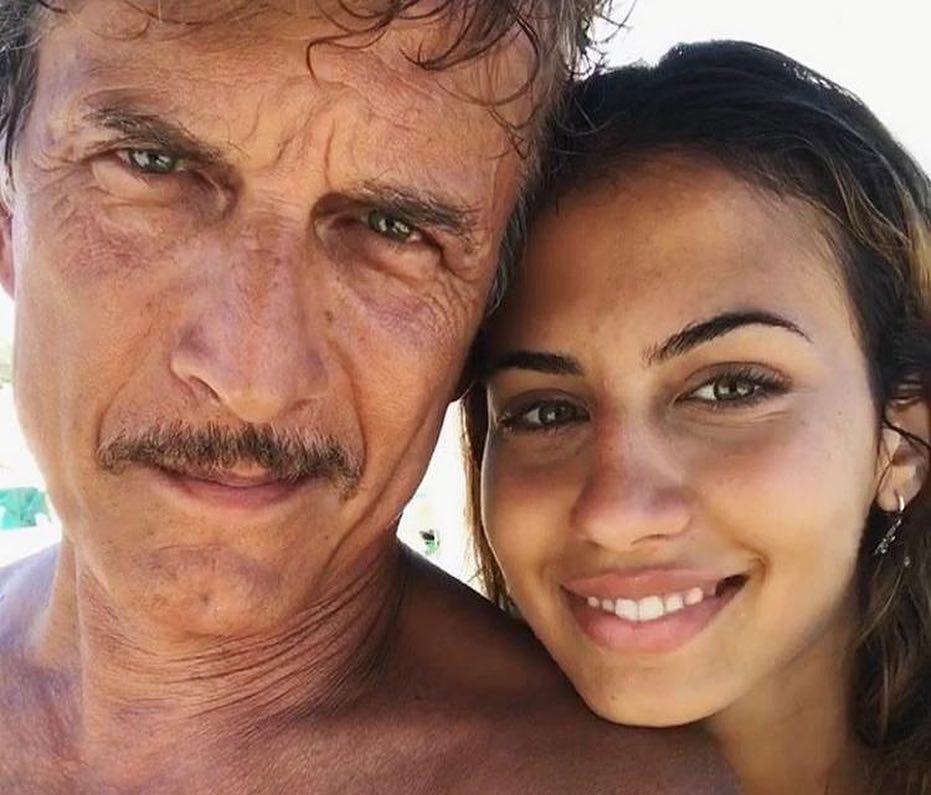 Mia è la figlia stupenda di un attore molto amato, scopri la sua storia