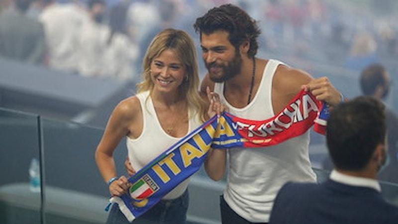 Diletta Leotta e Can Yaman, derby d'amore: il selfie a Italia-Turchia fa impazzire i social