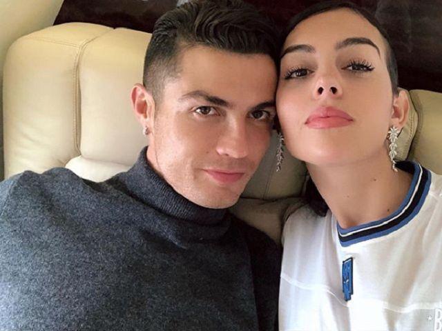 Cristiano Ronaldo, il calciatore sorprende la compagna Georgina con un portagioielli da 124 mila euro