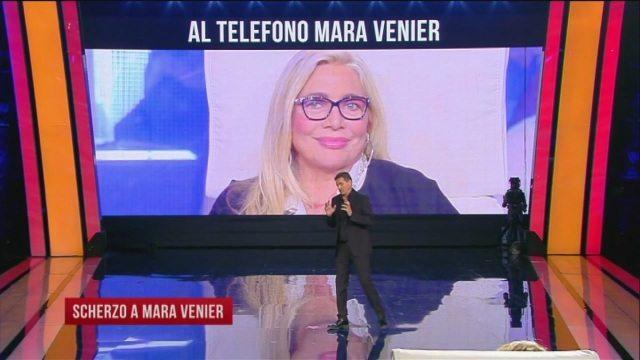 """A """"Tu si que vales"""" serata di scherzi, Teo Mammuccari a Mara Venier: """"C?è un ruolo per te in una fiction"""""""