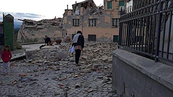 Devastante terremoto scuote il Centro Italia: tre forti scosse, molti morti e paesi rasi al suolo