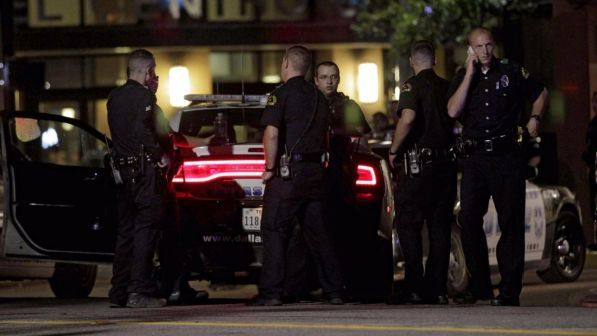 Usa, invoca Allah e accoltella otto persone in un centro commerciale del Minnesota: ucciso