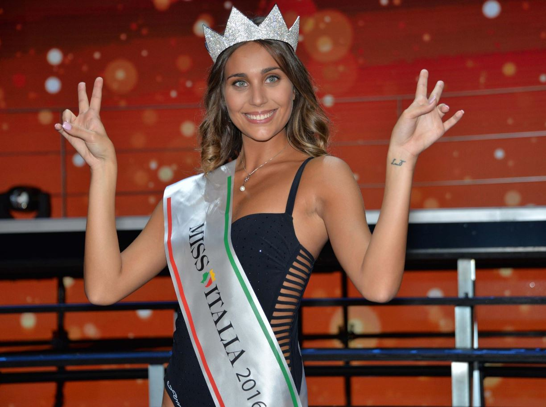 Miss Italia è Rachele Risaliti, 21 anni, di Prato: da 20 anni la fascia non andava in Toscana