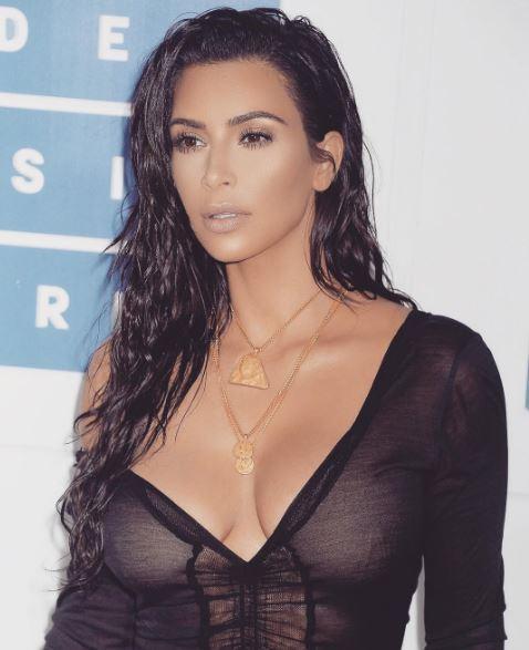 Kim Kardashian: su Instagram le foto sexy del party