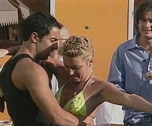 """""""Cristina zoccola.E basta con Taricone, che si è tro. mba. to un..."""": orrore vip contro i due ex concorrenti del Gf"""