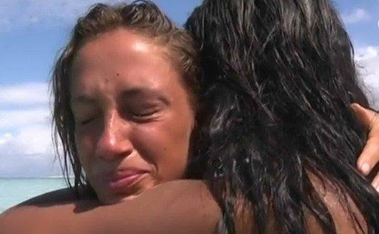 Isola. Malena, la po. rn. ostar, vede la madre e scoppia in lacrime. Marcuzzi, appello per Samantha