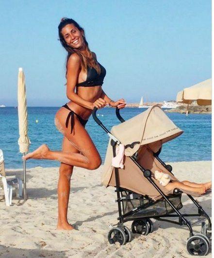 Nargi e Matri, estate da genitori: al mare con la piccola Sofia