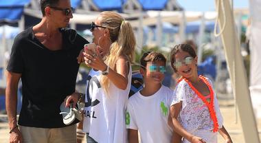 Federica Panicucci vacanze in famiglia al Twiga con Marco Bacini e i figli Sofia e Matti