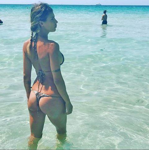 """Elisabetta Canalis, vacanze in Italia: """"Questo posto non ha rivali"""". Ecco dov'è andata"""