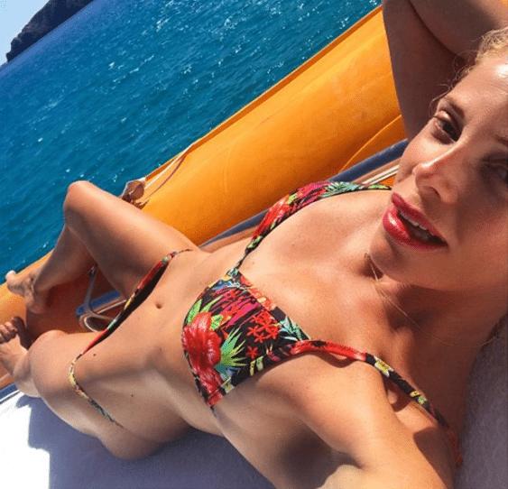 Alessia Marcuzzi, in vacanza a Ibiza... torna bambina