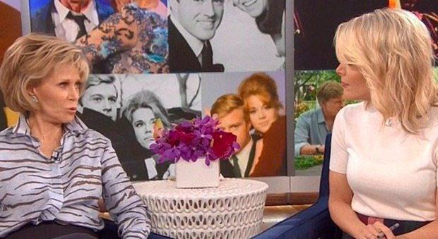 """La giornalista a Jane Fonda: """"Quanti interventi di chirurgia ha subito?"""". Lei la gela così"""