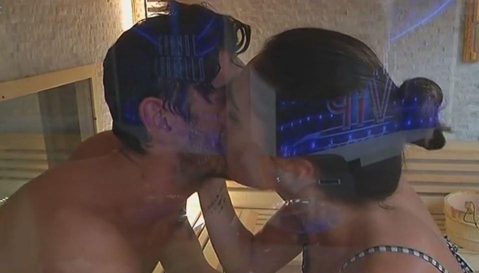 """""""Grande Fratello Vip"""", quanti baci tra Cecilia e Ignazio!"""
