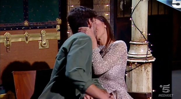 Cecilia e Ignazio, promesse d'amore e baci