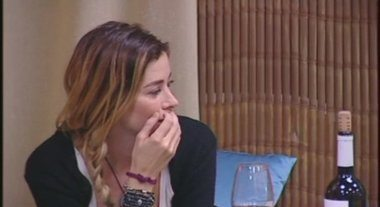 """Aida Yespica mostra il suo segreto fisico a Daniele Bossari. E lui: """"Sei un'aliena"""""""