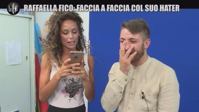 """""""Napoletana e p...a"""", 'Le Iene' fanno incontrare a Raffaella Fico il suo hater"""