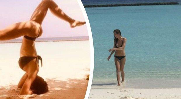Ilary Blasi sirenetta alle Maldive, ecco le foto della verticale in bikini
