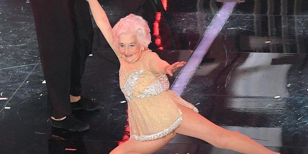 Paddy Jones, la vecchia che balla star di Sanremo: