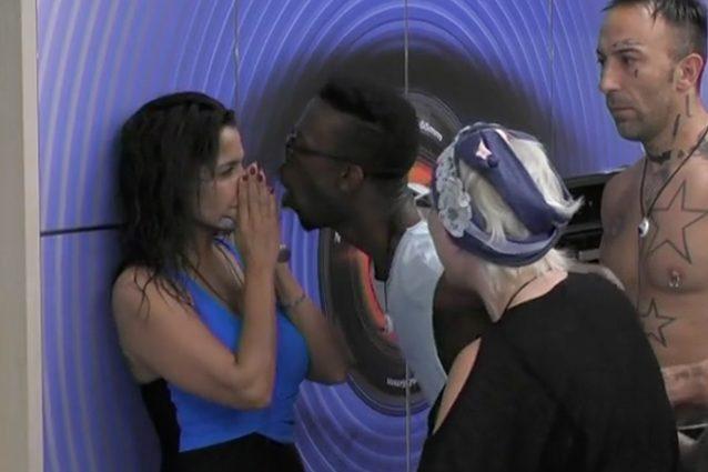 Aida Nizar, bullismo e rissa sfiorata al Grande Fratello. Insulti contro di lei: «Ti prendo e t'attacco al muro»