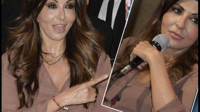 Sabrina Ferilli, basta uno scorcio di reggiseno per essere sexy