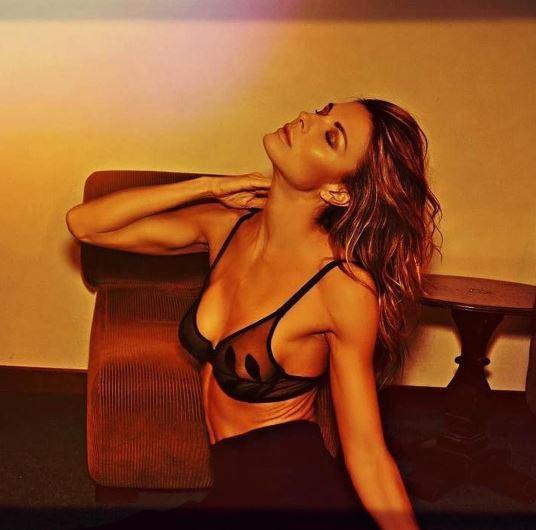 Martina Colombari, che se. xy in lingerie!