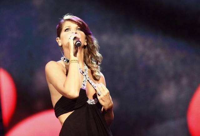 """""""Vicina al Papa e alle unioni civili"""", Alessandra Amoroso parla di proposte di nozze a Verissimo"""