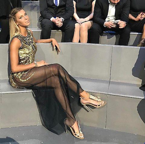 Isola dei Famosi, Giulia Calcaterra indossa un vestito di Mangano per la puntata: le mu. tan. de ci sono?