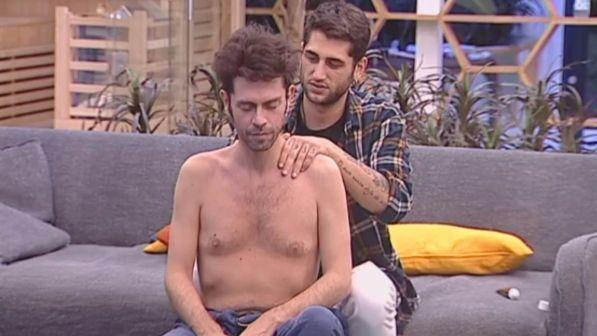 """""""Grande Fratello Vip"""": giochi, chiacchiere e massaggi per Jeremias e Tonon"""