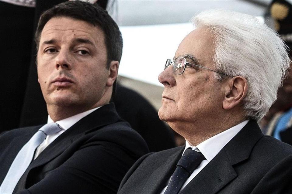 """Mattarella: """"Renzi congeli le dimissioni fino all'ok della manovra"""" Il premier cede alle pressioni del presidente"""