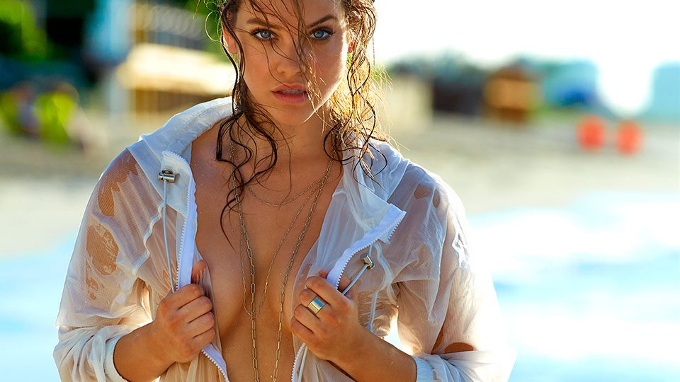 Barbara Palvin, to. pless e lattex per i follower