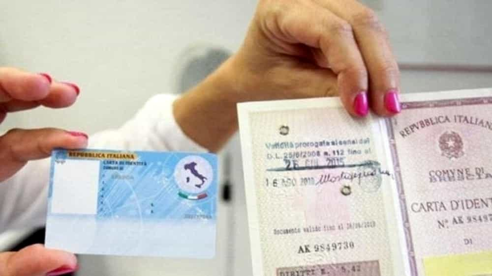Carta d'identità elettronica: entro il 2018 dovranno averla tutti. Ecco i costi