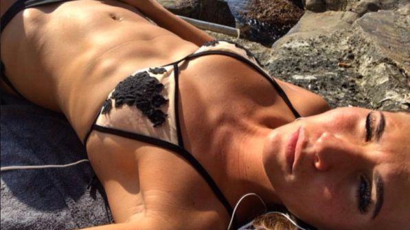 Carolina Marcialis, sexy bikini fuori stagione