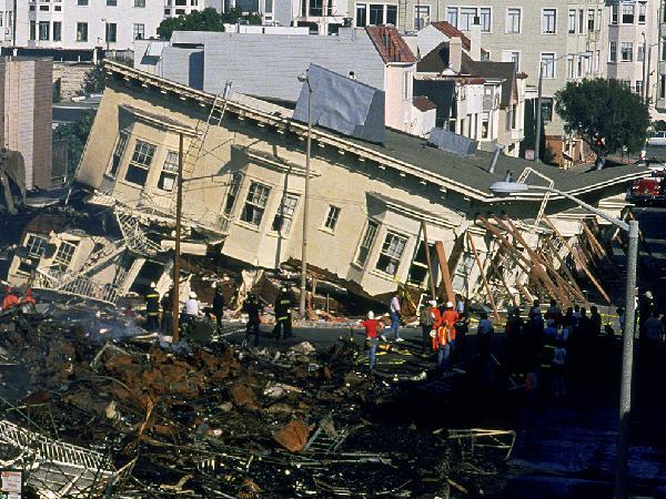 """Terremoto, scossa devastante alle 7.41 nel Centro Italia. Magnitudo 6.1. """"Crollate case e basiliche in Umbria e Marche"""""""