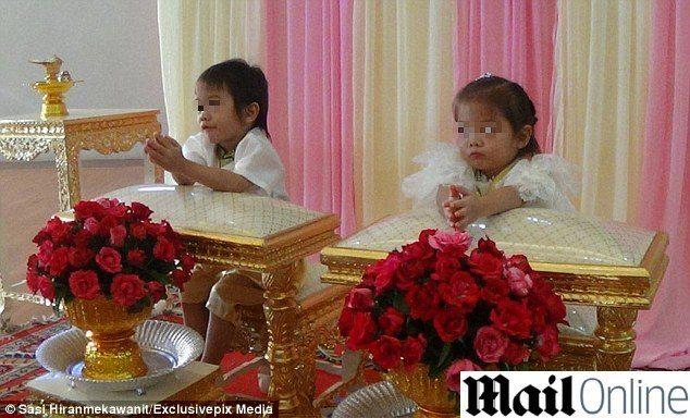 Gemellini di 3 anni costretti a sposarsi: