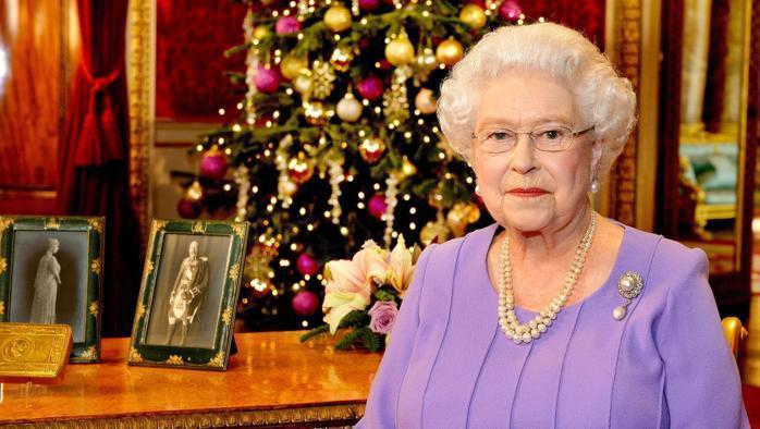 """Sudditi preoccupati per la regina Elisabetta: """"È ancora malata"""""""