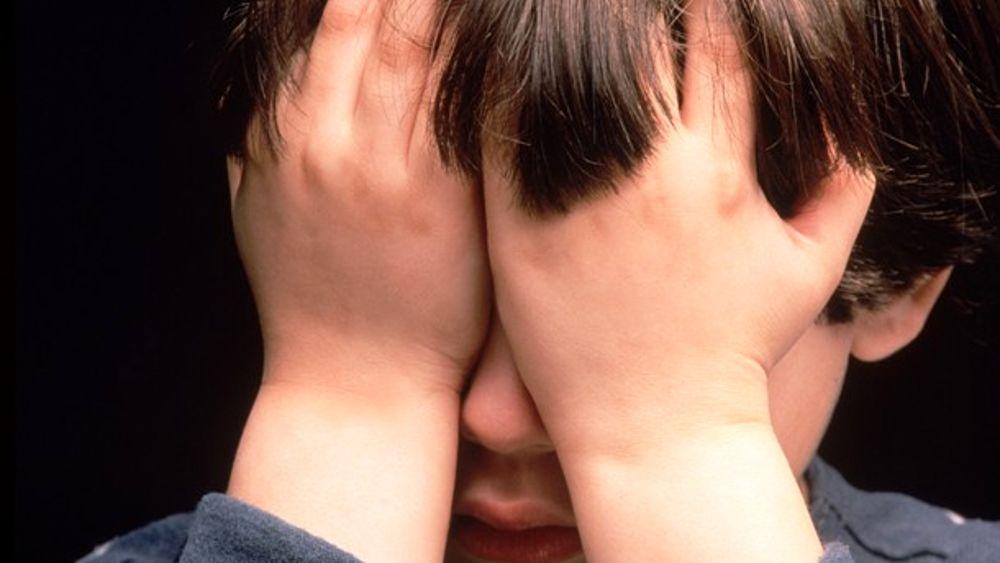 """""""Sono sporco"""": chiesti 4 anni per i genitori. Doccia fredda e mut. ande in bocca al figlioletto"""
