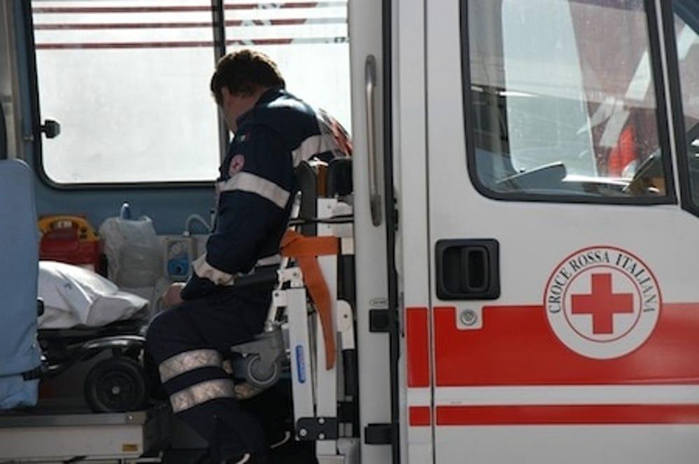 Modena, bimbo di quattro anni muore sull'ambulanza: aveva il corpo pieno di ematomi