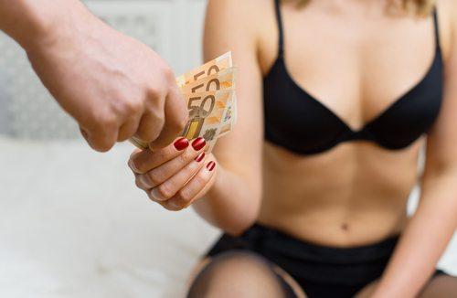 La moglie fa la pro. stit. uta, il marito lo scopre nel peggiore dei modi
