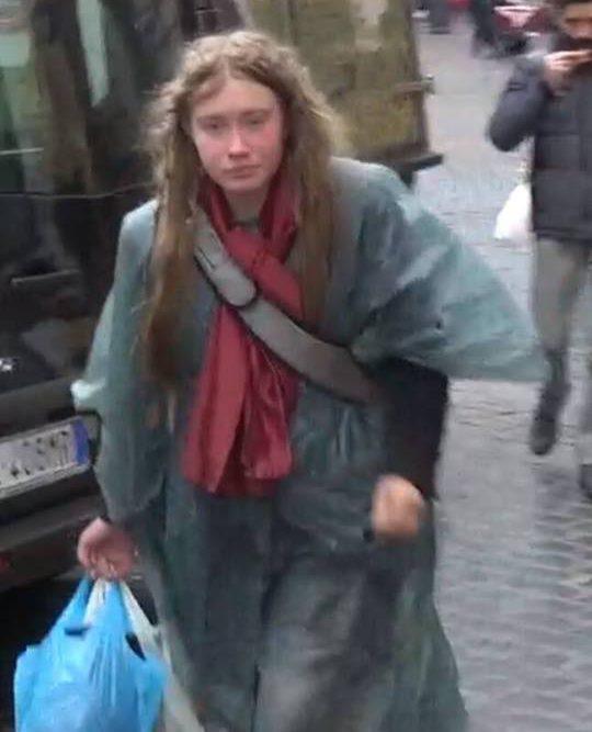 """Caso Maddie, ragazza bionda avvistata a Roma: """"Parla solo inglese, potrebbe essere lei"""""""
