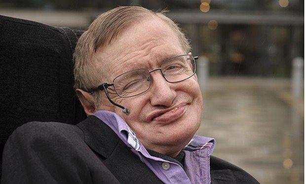 Roma, Stephen Hawking ricoverato al Gemelli: Paura per lo scienziato