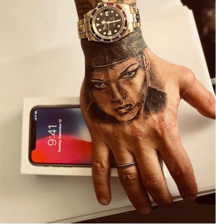 Fabrizio Corona, nuovo tatuaggio: la fidanzata Silvia Provvedi sulla mano