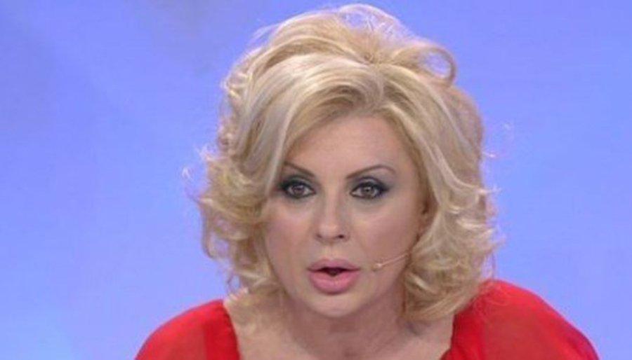 Tina Cipollari via dal programma: la posizione di Maria De Filippi sull'addio della vamp a Uomini e Donne