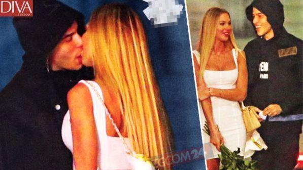 Sfera Ebbasta e Taylor Mega, baci nella notte