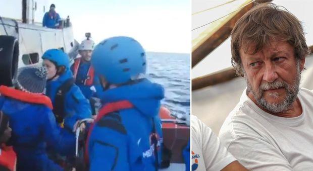 Migranti a Lampedusa, Salvini: «Ong dei centri sociali, arrestateli»