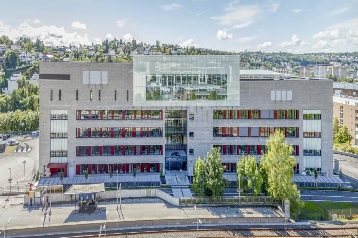 Oslo, terrore a scuola: giovane studente accoltella prof e bidelli con un'arma da taglio, quattro feriti