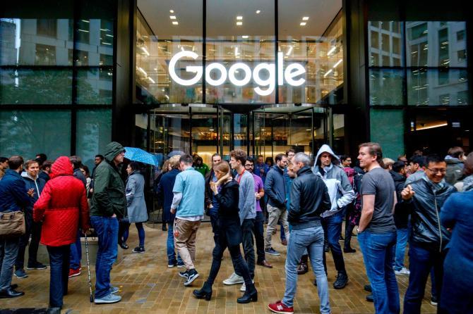 Sesso a Google, le dipendenti accusano: «Licenziate per aver denunciato»