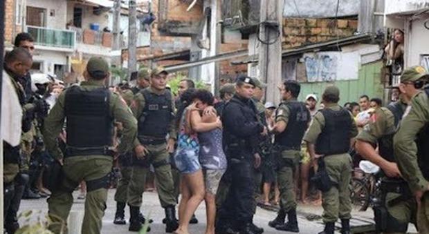 Sparatoria in un bar, 11 morti: «Tutti colpiti alla testa»