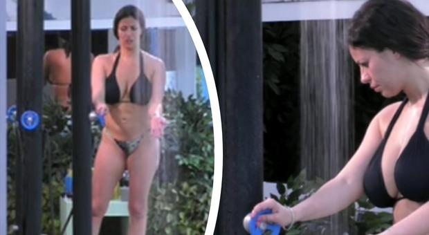 Grande Fratello, Fabiana Britto e la doccia hot: le immagini della sexy coniglietta fanno il giro del web