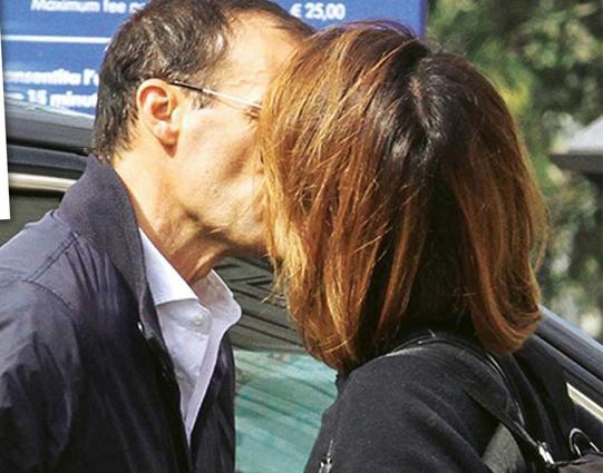 Ambra e Max Allegri, baci a colazione per festeggiare il primo anno insieme
